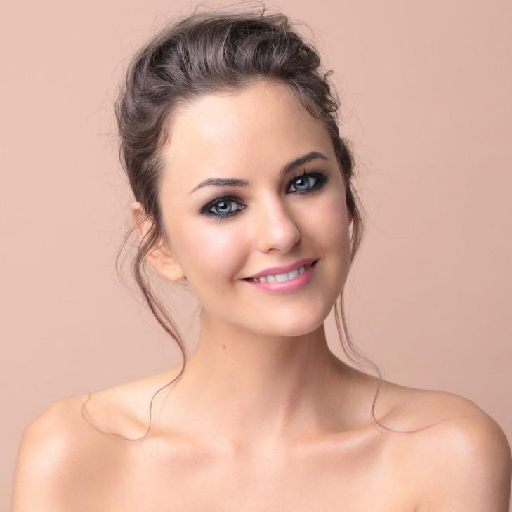 Sappho Essential Foundation Kate Model