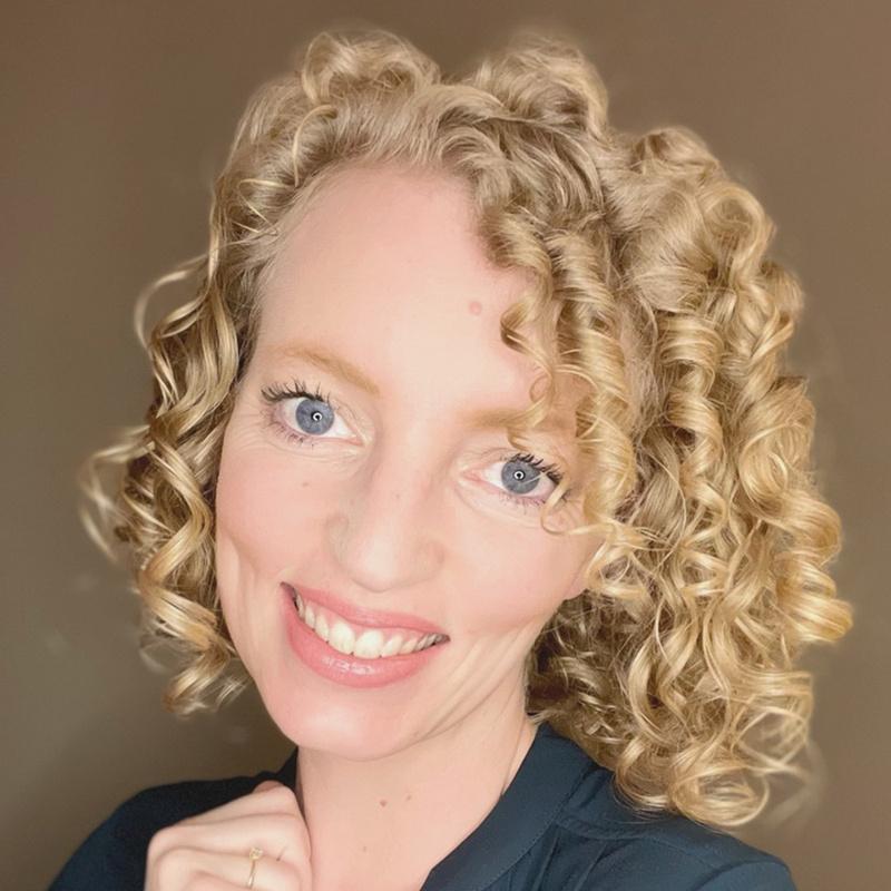 Laura Schulze von Loving Curls